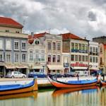 Portugal es uno de los países más antiguos de Europa. Construido sobre un pasado único en todo el continente, Portugal ofrece a sus visitantes numerosas posibilidades para disfrutar de un ambiente y unos paisajes inigualables, así como de una riqueza cultural muy variada. El viajero que desee conocer el país no debe dejar de visitar...