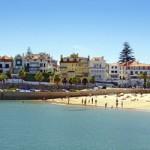 La villa portuguesa de Cascais, ubicada en una bella bahía arenosa en el Océano Atlántico, a unos 25 kilómetros de Lisboa y 3 kilómetros del Estoril, se ha convertido en uno de los balnearios más bulliciosos y sofisticados de la Costa Azul portuguesa. En la actualidad sigue siendo una de las zonas más prestigiosas de...