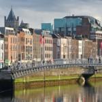 Irlanda en un país miembro de la Unión Europea con una importante riqueza cultural e histórica. Visitar los Acantilados de Moher, disfrutar de los paisajes impresionantes de todo el país, pasear por Dublín y visitar un sinfín de castillos, cada uno con su propia curiosa historia, son unas de las actividades más populares en Irlanda....
