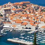 La República de Croacia ha logrado consolidarse como país tras la costosa reconstrucción a la que tuvo que hacer frente tras la guerra. En Croacia aún queda vigente gran parte de su historia en cada edificio y en cada calle, un país que combina un pasado desolador con la alegría de la cultura Mediterránea, por...