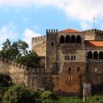 La pequeña ciudad de Leira, que sobrevive desde que fuese fundada como villa en el 1135, sigue formando parte hoy en día de una ruta muy transitada por viajeros que llegan de todo el mundo para conocer una de las partes más ligadas al peregrinaje de todo Portugal: nos referimos a la línea de ciudades...