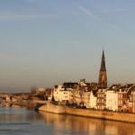 Aunque hablamos de una ciudad con un extenso pasado histórico, Maastricht fue ubicada en el mapa de la vieja Europa gracias al tratado que permitió el nacimiento de la Unión Europea y sentó las bases de la moneda única. La capital de Limburgo posee una marcada tradición latina, empezando por su nombre, que procede de...