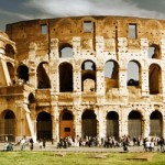 """La cuna de la civilización romana, entre el Capitolio –centro del poder político- y el Palatino, al pie del cual fueron a parar Rómulo y Remo; las maravillas del Renacimiento; la profusión de dorados del Barroco… La """"ciudad eterna"""", donde en cada rincón se afirma la mezcla de los siglos, siempre seduce. Roma acoge, en..."""