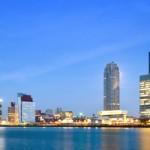 Rótterdam (Rotterdam en neerlandés) es una ciudad situada al oeste de los Países Bajos, puerto sobre el río Mosa (cerca de La Haya) y a tan solo 30 km. del mar. El puerto de Rótterdam, Europoort, es el más grande de Europa y el segundo más grande del mundo. Está comunicado con el río Rin....